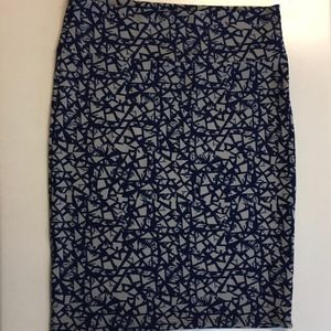 LULAROE Cassie crack mosaic gray blue pencil XL